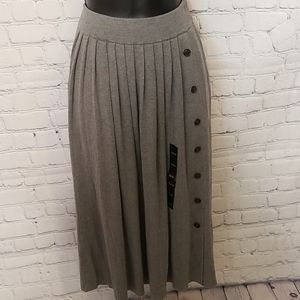NWT gray knit pleated skirt